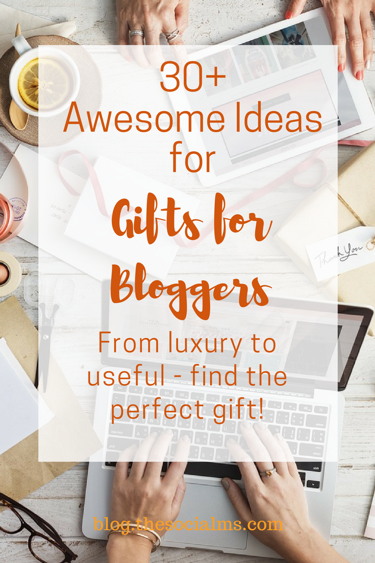 Who doesn't like getting presents? Who doesn't like giving presents - if we have a good idea? Are you looking for gifts for bloggers? This post is for you! ideas for gifts for bloggers, best gifts for bloggers, gifts for entrepreneurs, gift ideas, how to find the perfect gift